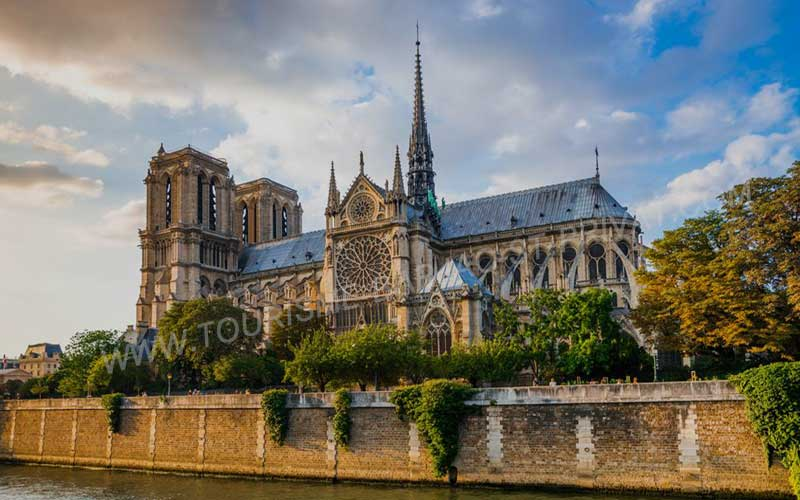 Notre-Dame-Cathedral-news-site